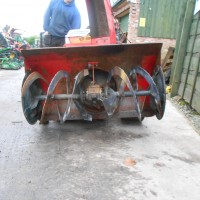 TRACKED SNOW BLOWER-2