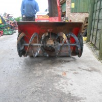 TRACKED SNOW BLOWER-3